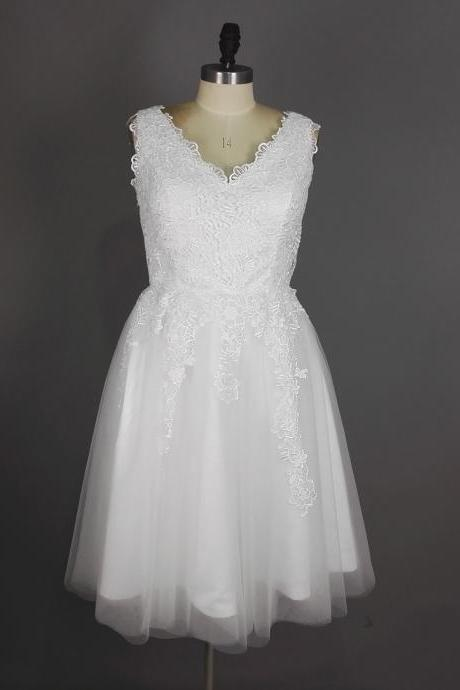 White Homecoming Dresses,cute graduation dresses,Homecoming Dresses,Graduation Dresses,2016 Homecoming Dress,V Neck Homecoming Dress,Short Prom Dresses,Lace Homecoming Dresses,Tulle Graduation Dresses